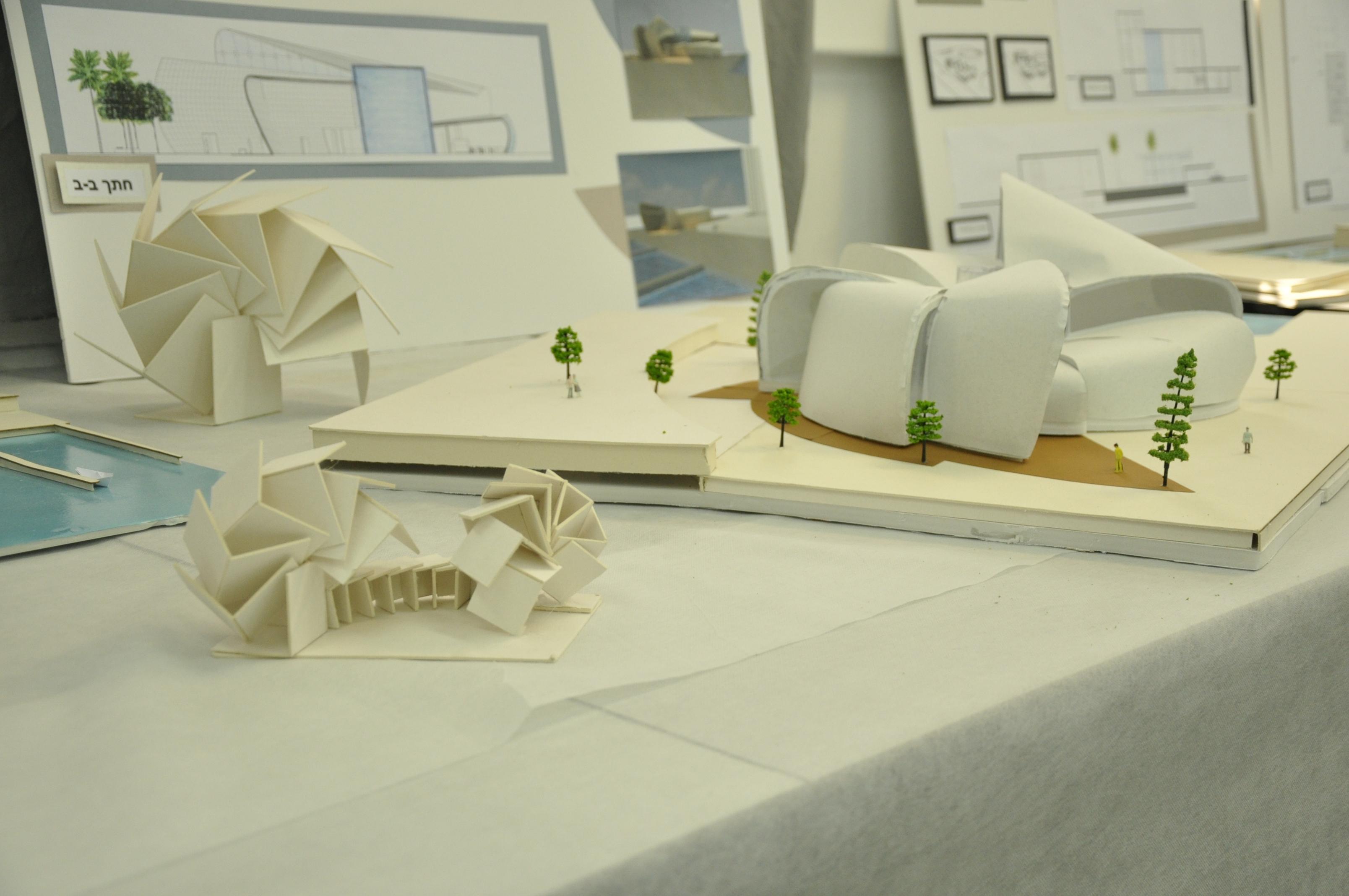 תכנון מרכז ספורט ימי, הנדסאי אדריכלות. מגישה עדן קבלן, מנחה לירז גרוס. צילום: מאיה לוי - שנקר הנדסאים