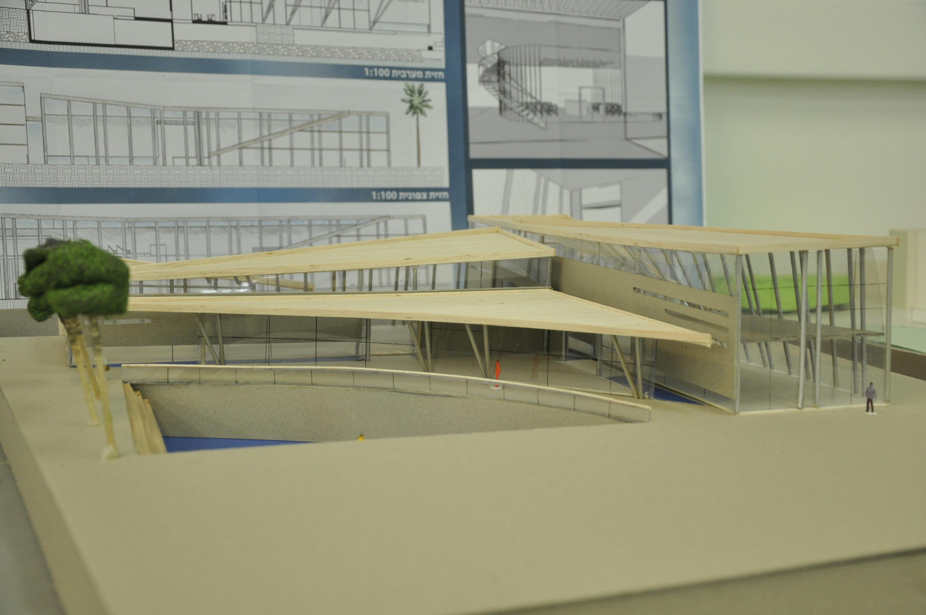 תכנון מרכז ספורט ימי, הנדסאי אדריכלות. מגישה ענבר ששונוב, מנחה תמיר גרינברג. צילום: מאיה לוי - שנקר הנדסאים