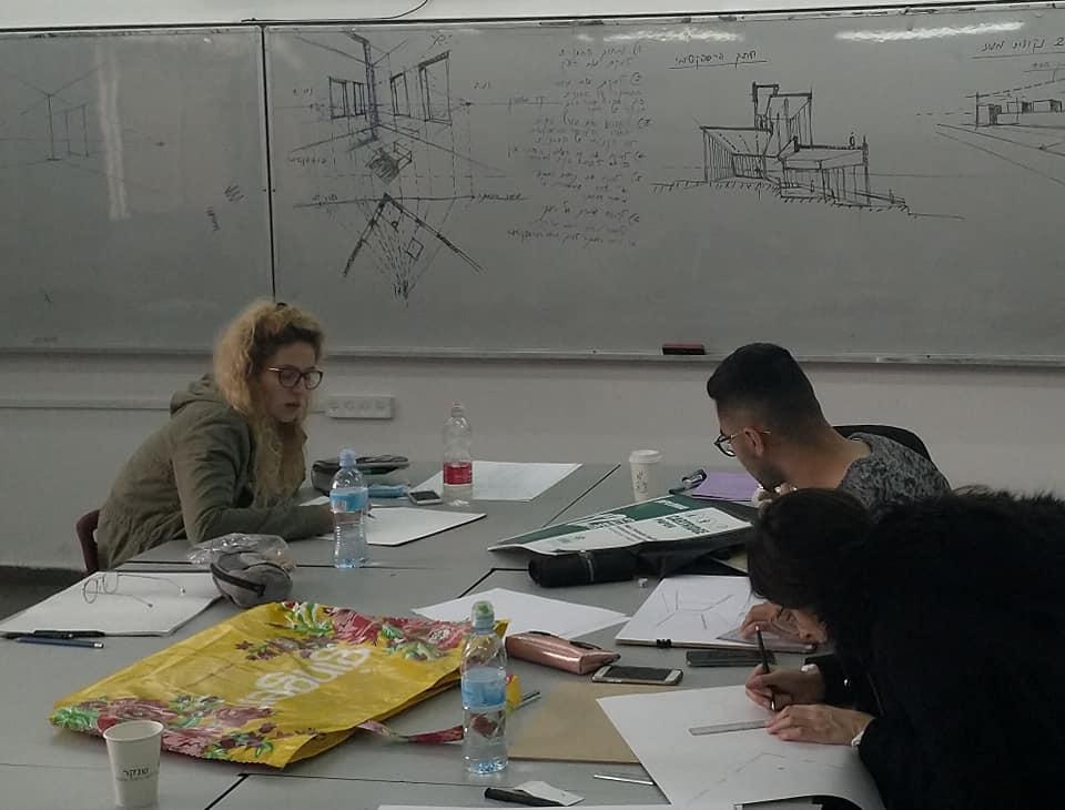 רושמים בקורס רישום מבנים שנה ב' עם המרצה עמנואל ארגמן - הנדסאי אדריכלות ועיצוב פנים - שנקר הנדסאים