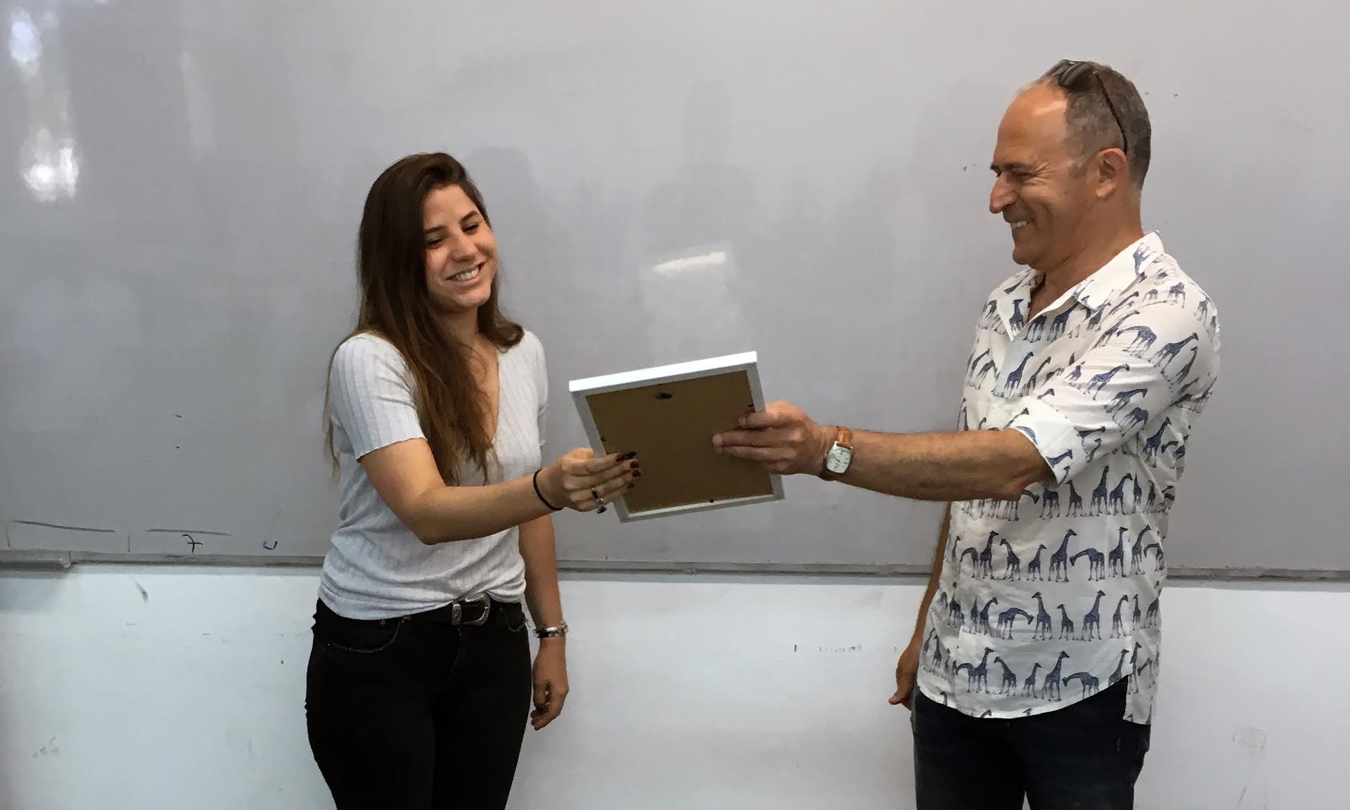 אדר בן נון - מעצבת מטקת המאבק במוצרי עור - שנקר הנדסאים