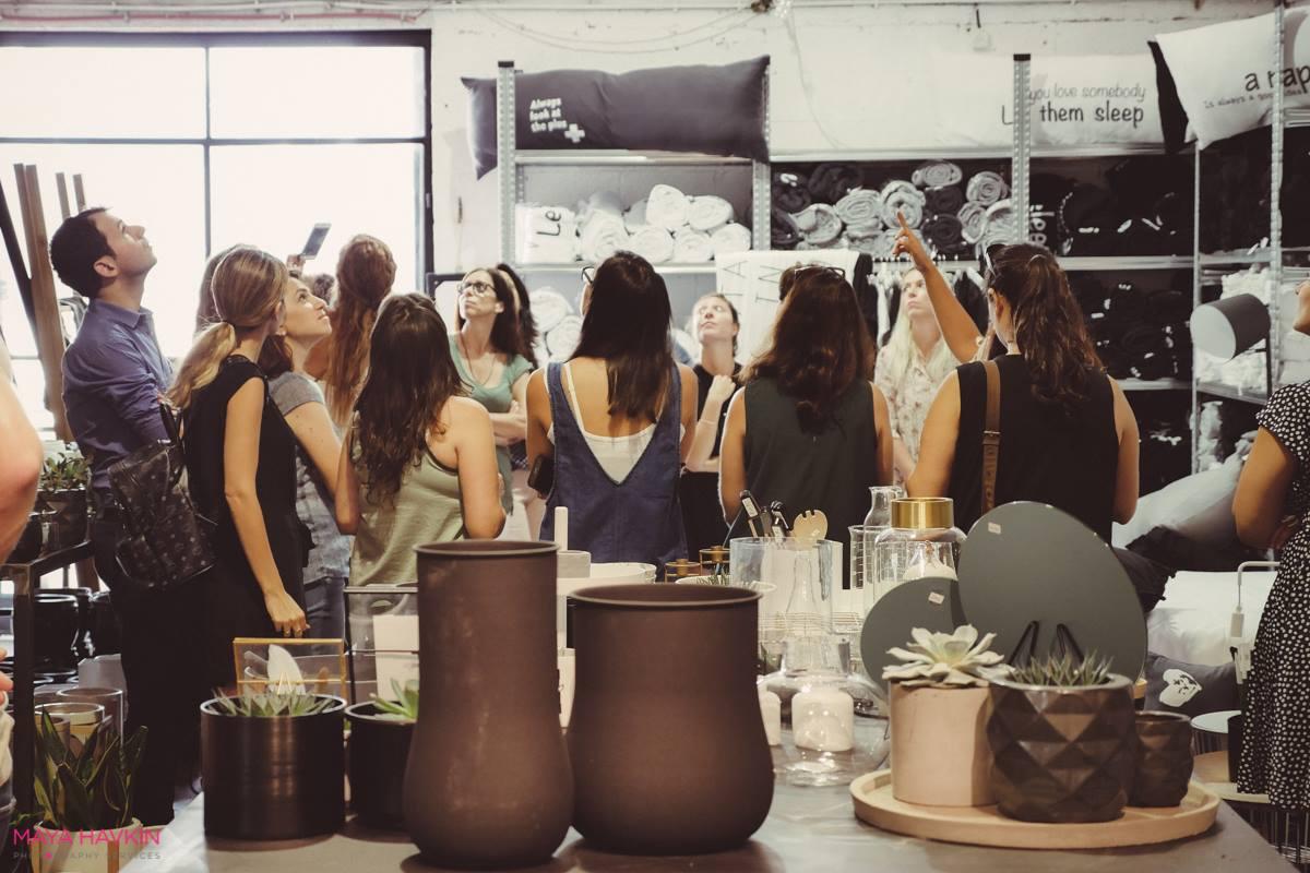 סדנת צילום וסטיילינג בסטודיו Two. M בהנחיית הצלמת מאיה חבקין והסטייליסטית אורנה מזור כחלק מקורס הום סטיילינג בשנקר הנדסאים. צילומים: מאיה חבקין